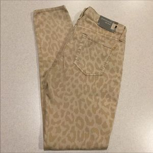 7 For All Mankind Jeans 28X31.5 Gwenevere Cheetah!